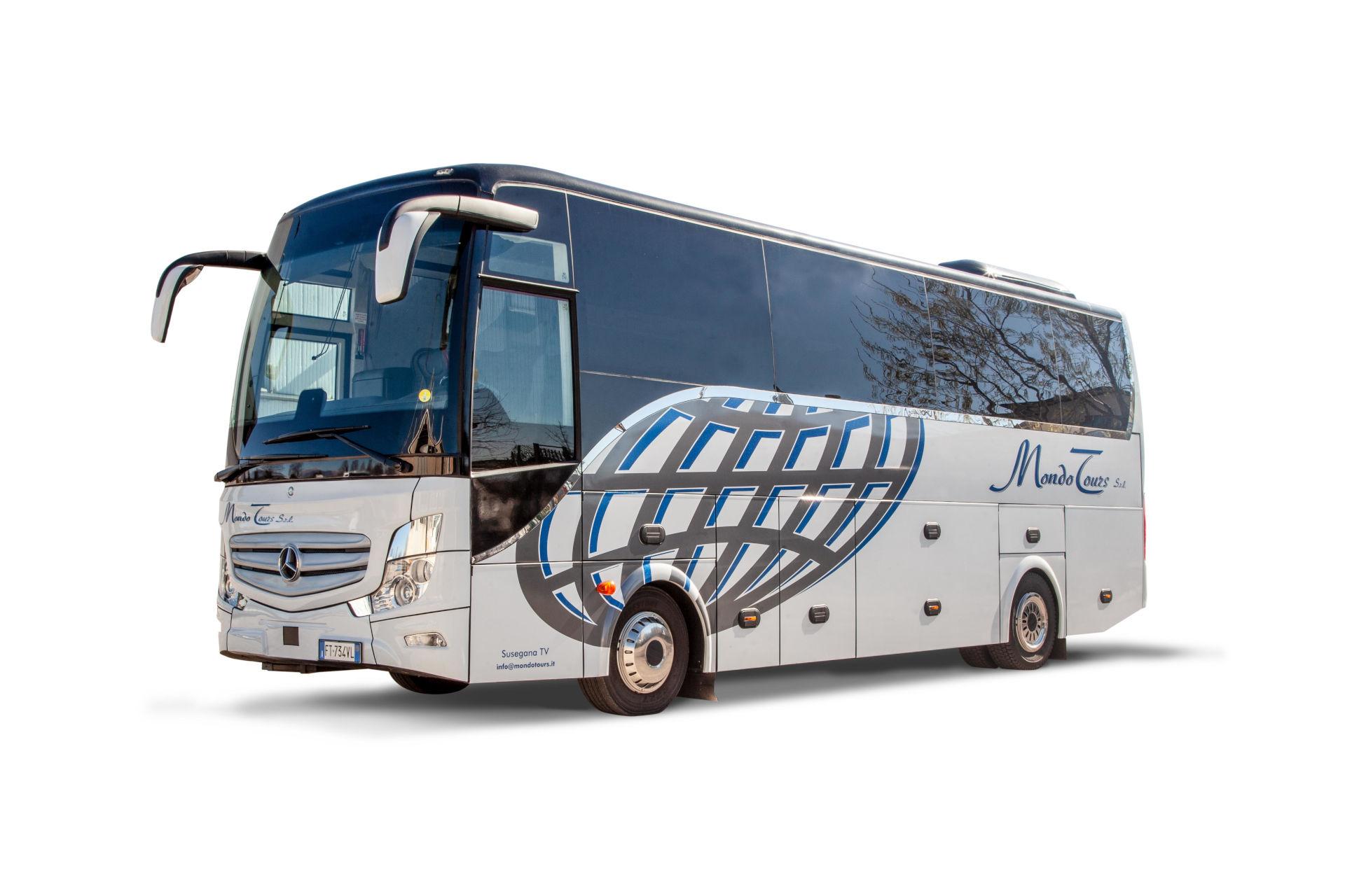 mondotours-minibus-granturismo-mercedes-cruiser-01