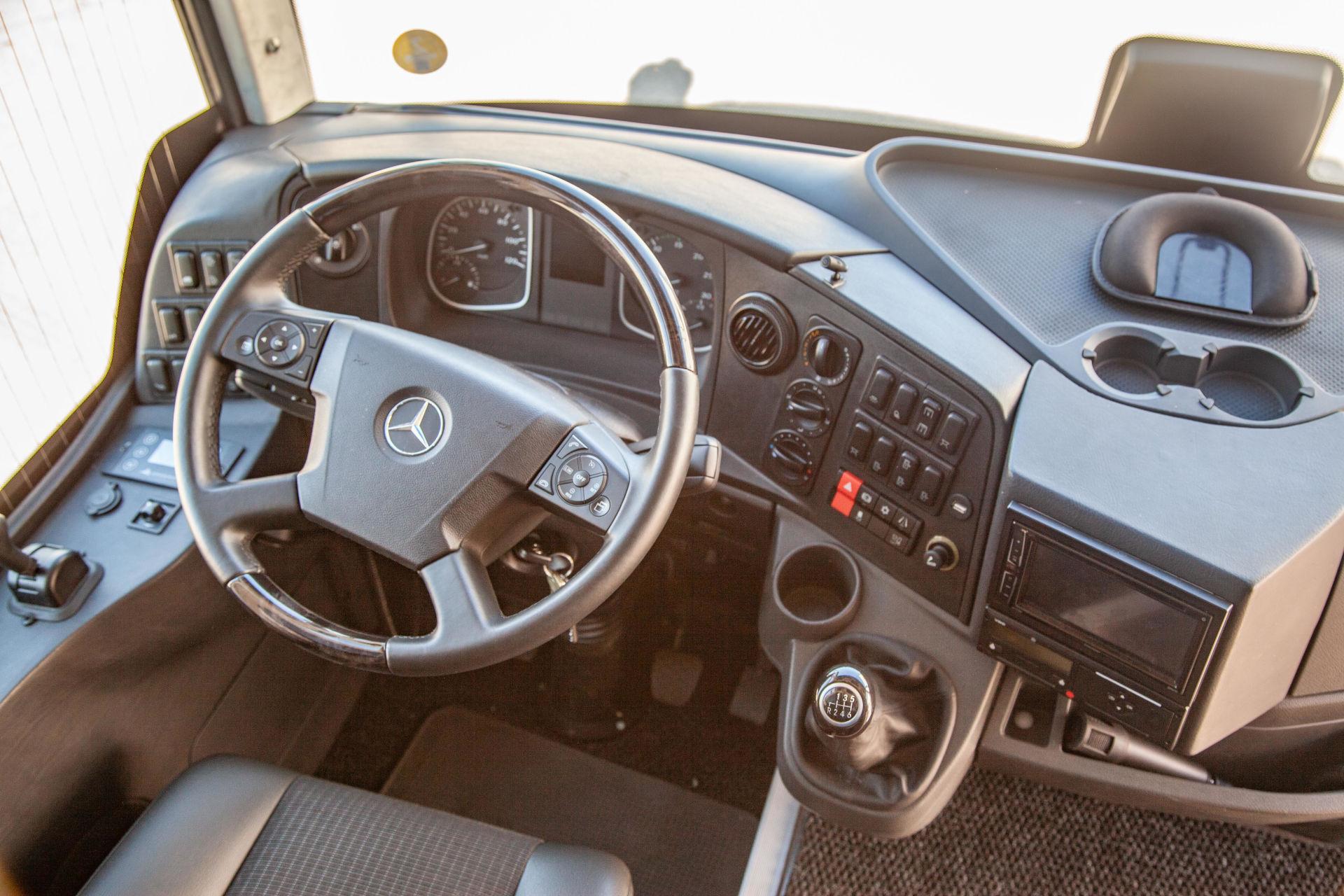 mondotours-minibus-granturismo-mercedes-cruiser-03-interni-cruscotto