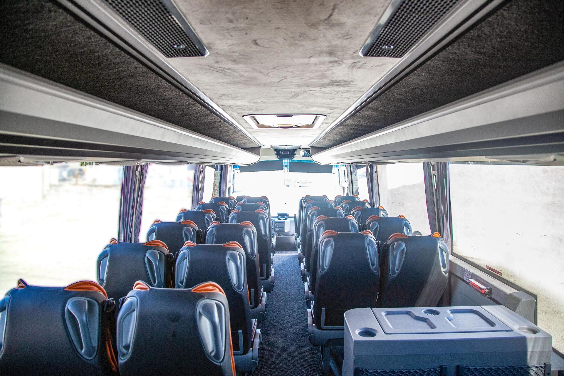mondotours-minibus-granturismo-mercedes-cruiser-04-interni