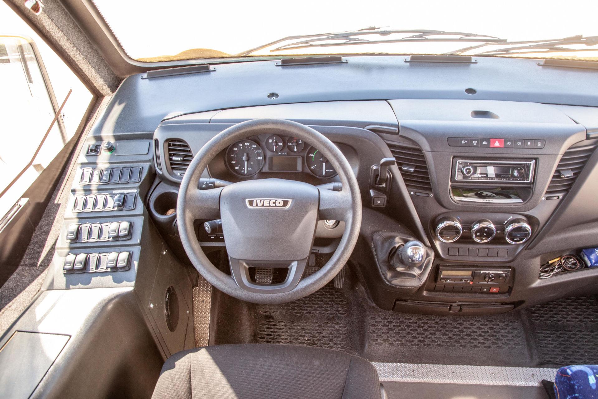 mondotours-minibus-iveco-daily-02-interni-cruscotto