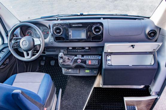 mondotours-luxury-minibus-mercedes-grande-capri-04